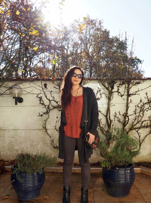 Gilet Zara Blouse Only Pantalon Pieces Boots Zalamani Sac Mango