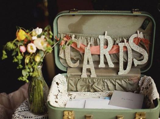Valisette-retro-urne-mariage_w641h478