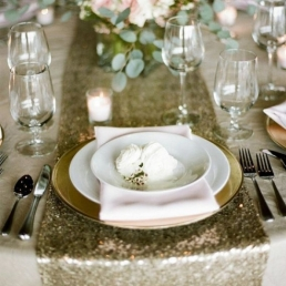 chemin-de-table-sequin-or