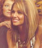 carré plongeant long blond, à retrouver sur http://www.coiffure-femme.net/;